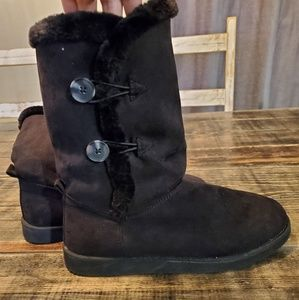 Old Navy Black fuzzy boots size 9